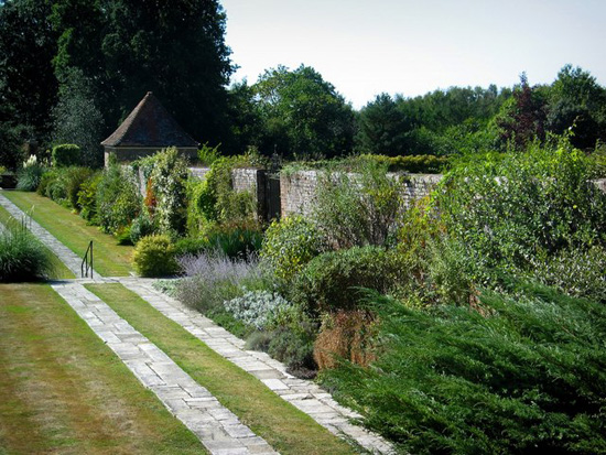 Great-Maytham-Hall-garden